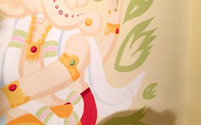 Indische Götter als Wandgestaltung im Haus Yoga Vidya Westerwald